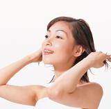 静電気と髪の毛の関係についての説明